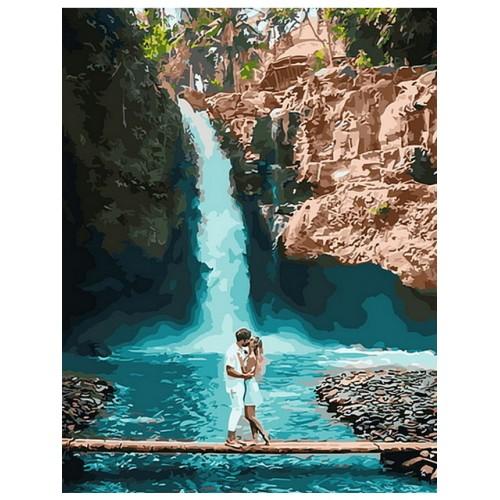 Двама пред водопада